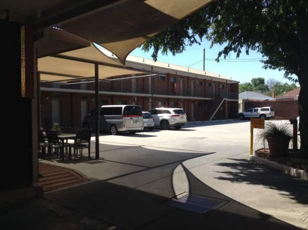 Albury Regent Motel Carpark