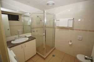 2 Bedroom Family Suite Bathroom Ground Floor